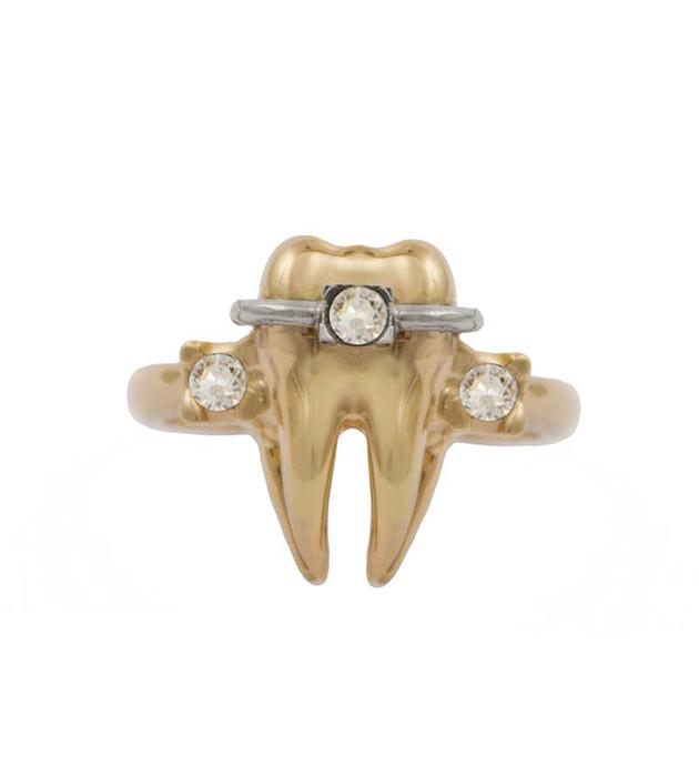 ироничное кольцо Tooth Brackets ring в фoрме зуба oт итальянского бренда Schield