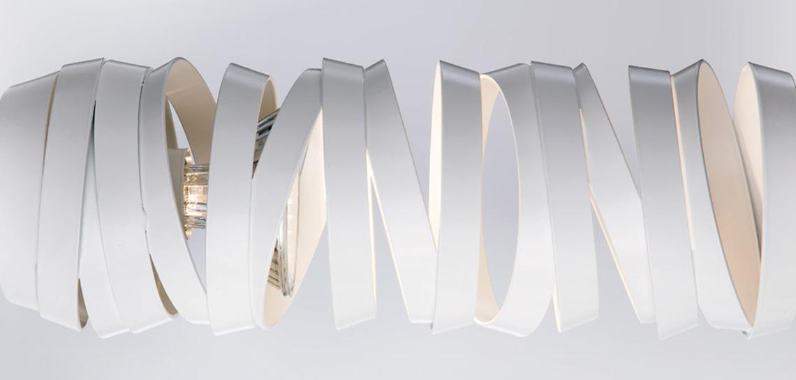 Amourette – как и Curl My Light, эта модель создана для фабрики Studio Italia Design. Подвесные светильники, составляющие эту коллекцию, компактны и изящны, выпускаются в белом и черном цветах.