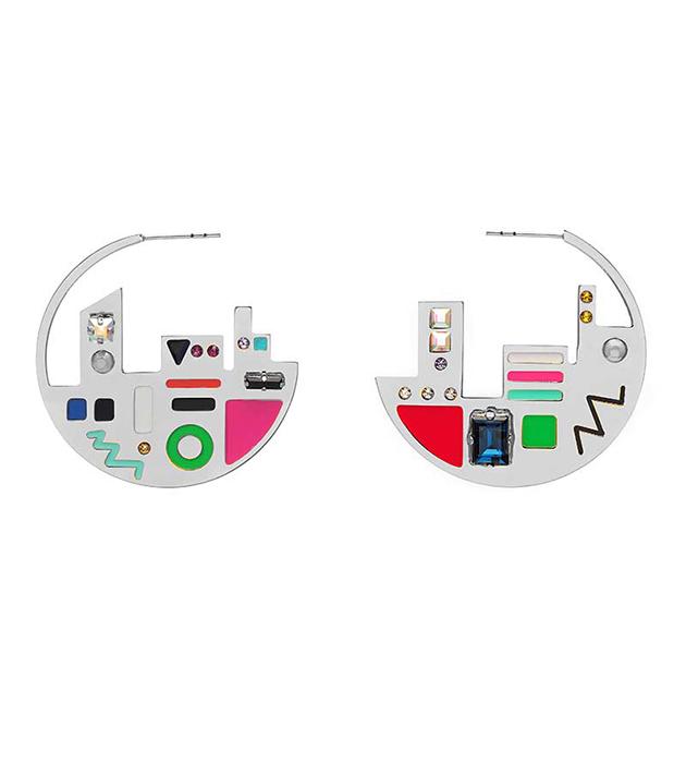 купите эффектные серьги ручной работы от итальянского бренда Maria Francesca Pepe - Map Plaque Silver hoops