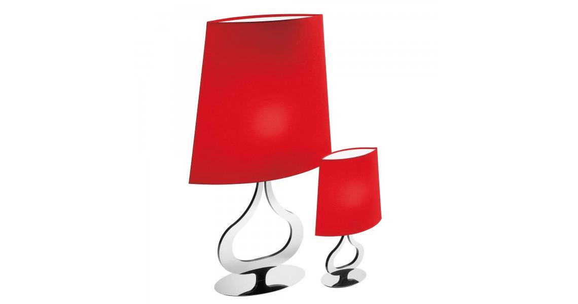 Axo Light: Slight  Эта элегантная коллекция использует классический образ настольной лампы, тонко обыгрывая ее детали и воплощая ее в ультрасовременной форме. Тонкие и компактные (ширина настольной лампы на иллюстрации – 12 см) светильники – подвесной, настольный и бра – оснащаются абажурами в красном или цвете слоновой кости на хромированной арматуре.