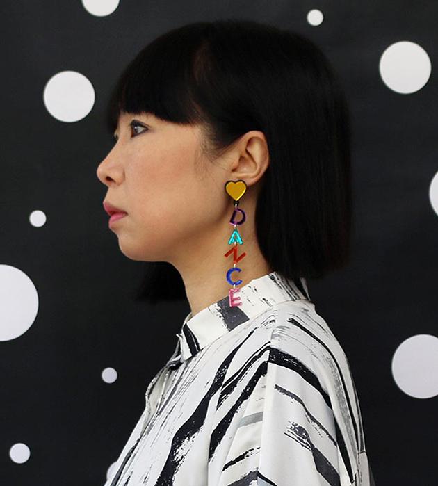 разноцветные клипсы из плексигласа Let's Dance Earrings от Jennifer Loiselle
