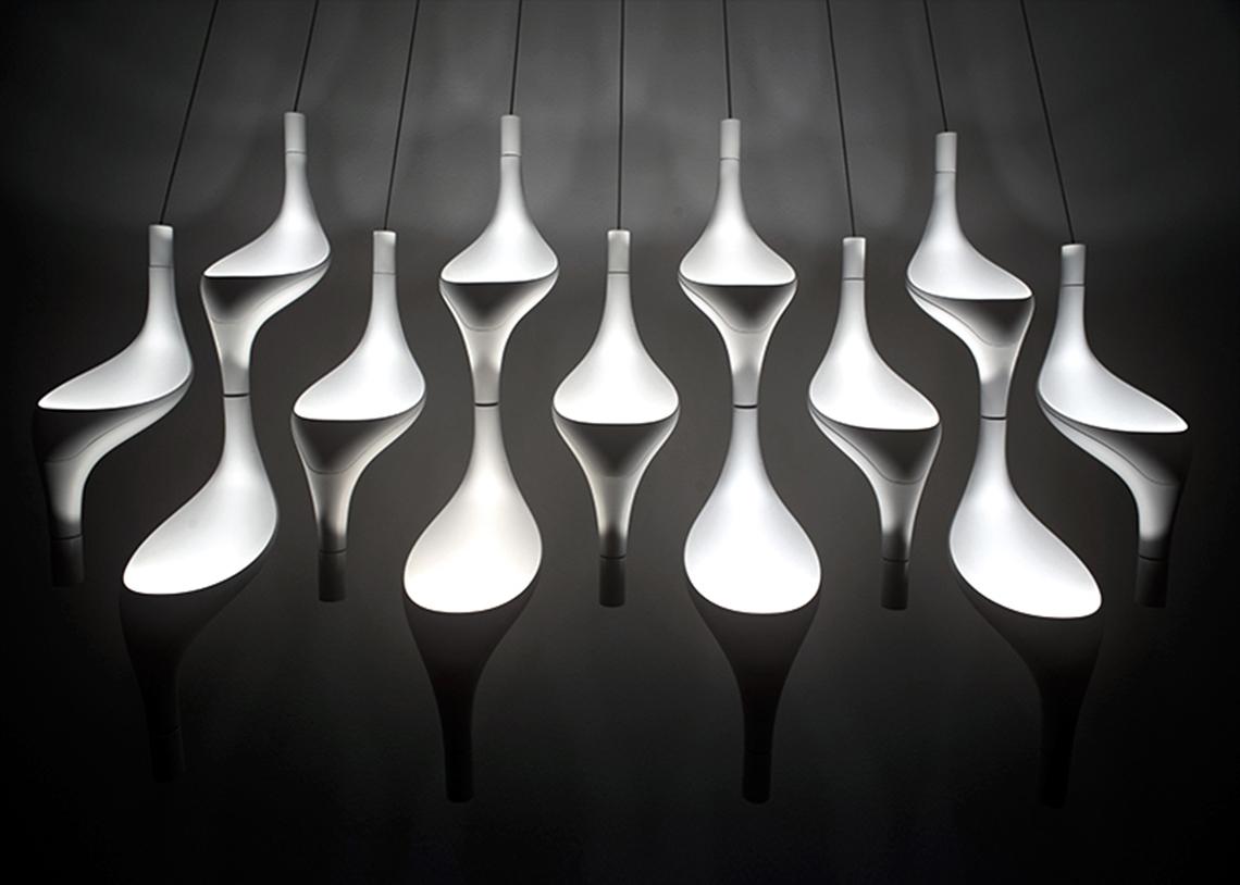 Cini&Nils: только оригинальные идеи Cini&Nils – миланская фабрика, в 1969 году заявившая о себе как производитель продуманных и оригинальных предметов мебели и аксессуаров для интерьера. Однако в конце семидесятых годов фабрика кардинально изменила направление, и с тех пор мебель и декоративные предметы больше не производятся. Зато Cini&Nils сосредоточились на разработке и производстве светильников, которыми можно похвастаться. В 1972 увидела свет Cuboluce, переходное звено между аксессуарами и светом; в 1982 выпущена Aureola – первая модель собственно светильника. Далее последовали новые модели и идеи, и теперь основным направлением фабрики являются системы освещения и светильники с использованием светодиодов.