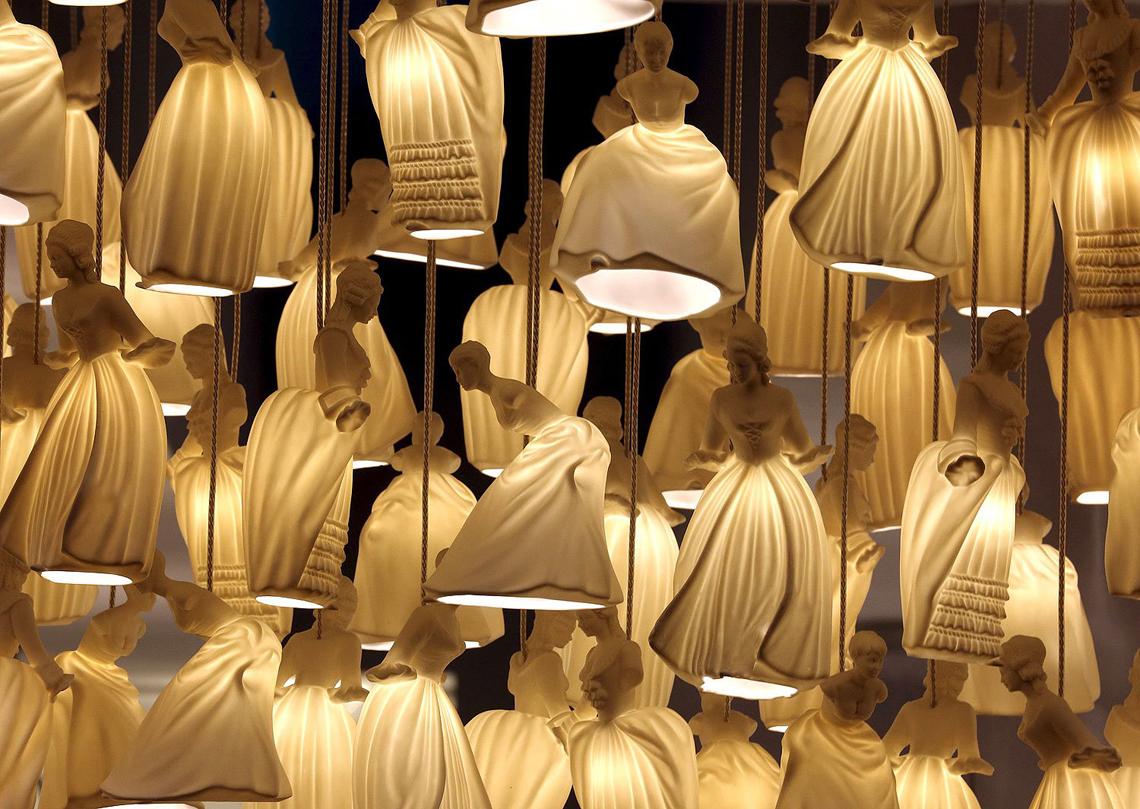Новинка 2015 года от фабрики Carlesso, Dame – коллекция светильников с изящными керамическими плафонами.