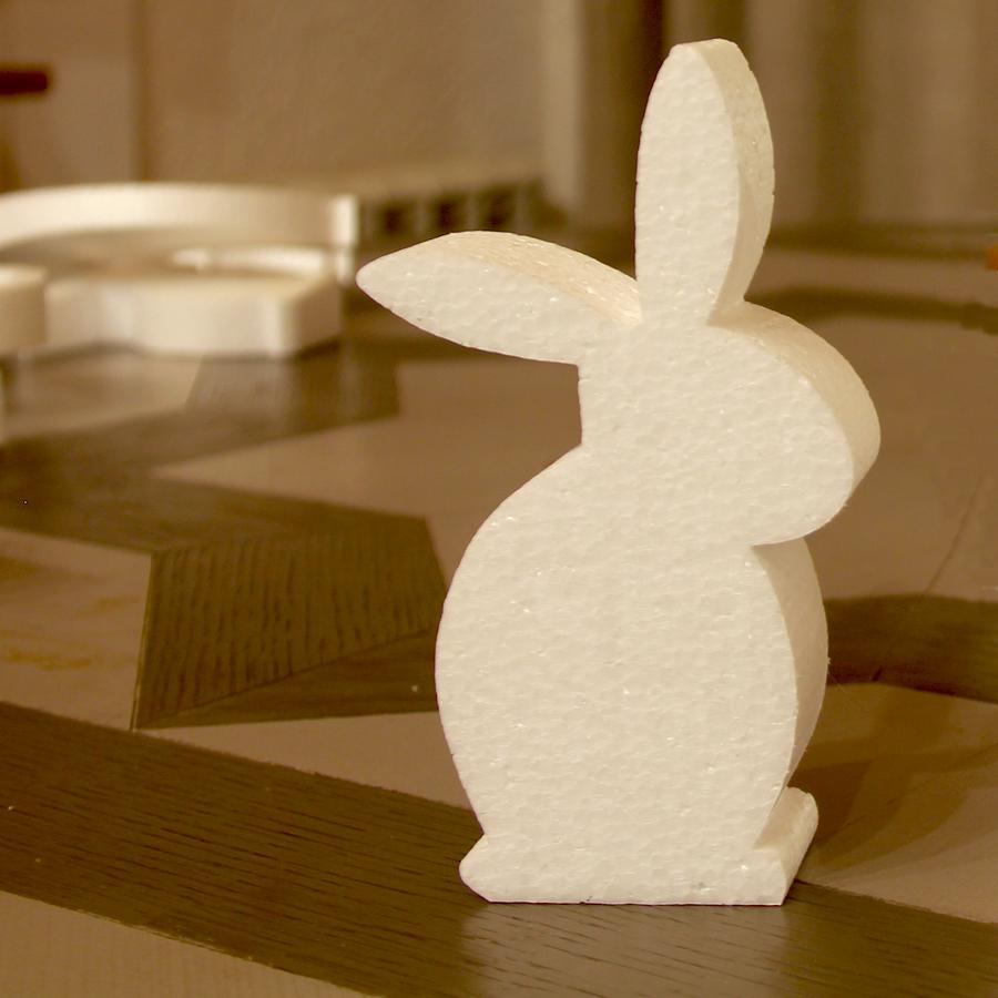 Заяц из пенопласта.