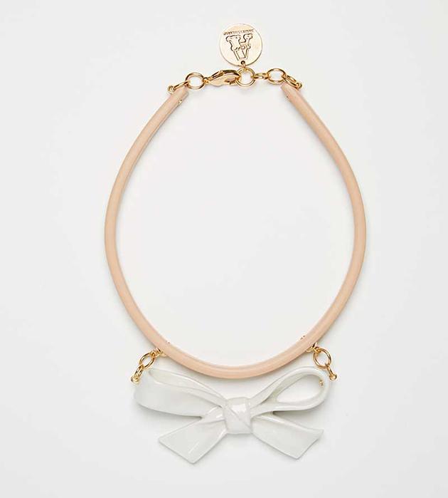 купите украшение в форме бантика на кожаном чокере от ANDRES GALLARDO - Single Little Bow Natural