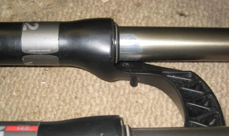 Стертое покрытие ног вилки