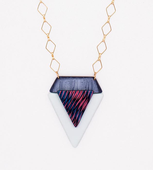 купите треугольную подвеску с необычным рисунком от Apres Ski