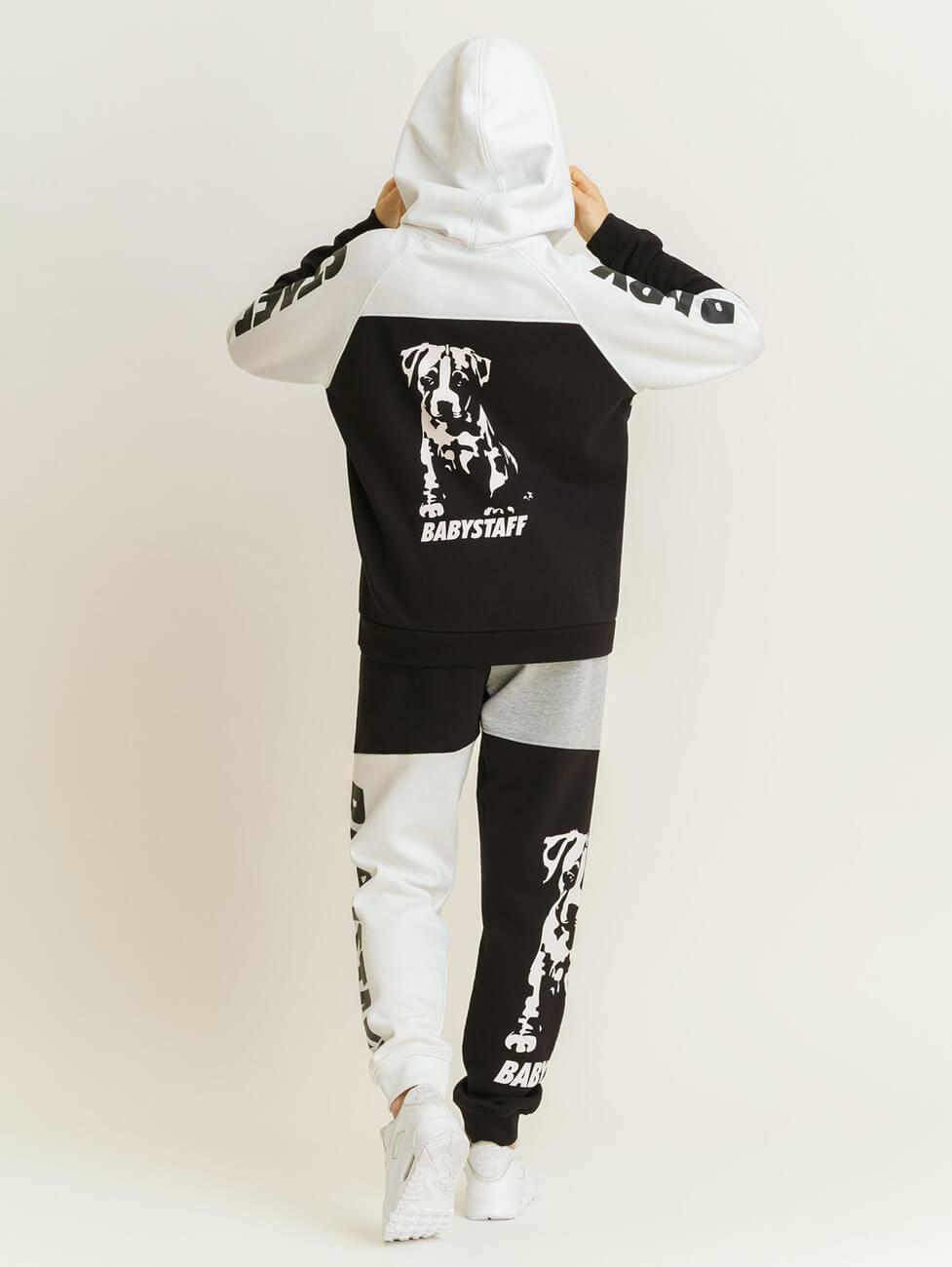 Стильные спортивные костюмы женские с получением в Москве