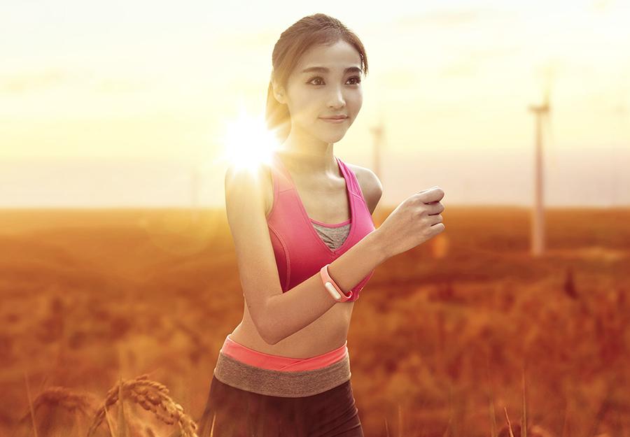 Фитнес-браслет Xiaomi Mi Band: самое полное описание, обзор функций, особенности и отличия.