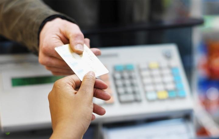 Использование банковских карт снижает риск мошенничества в магазине