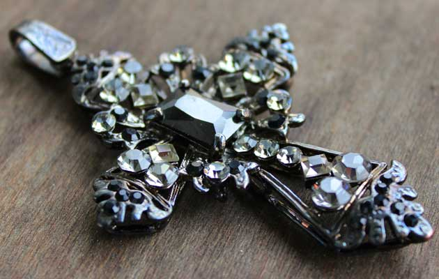 фото Винтажный крест-подвеска с кристаллами купить
