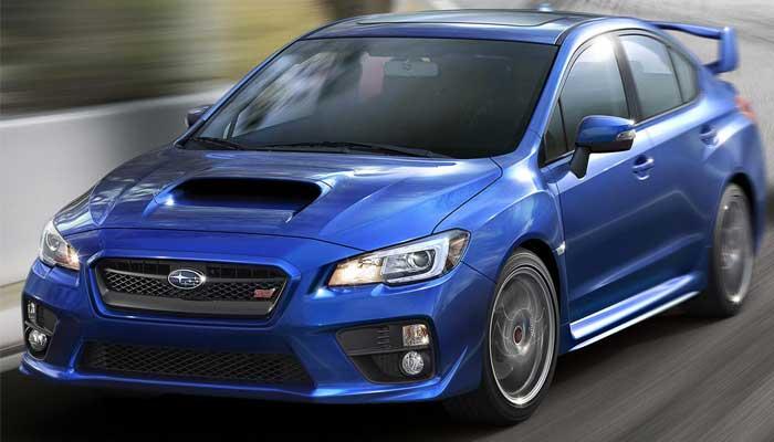 Спортивный характер автомобиля подчеркивается агрессивным обвесом кузова