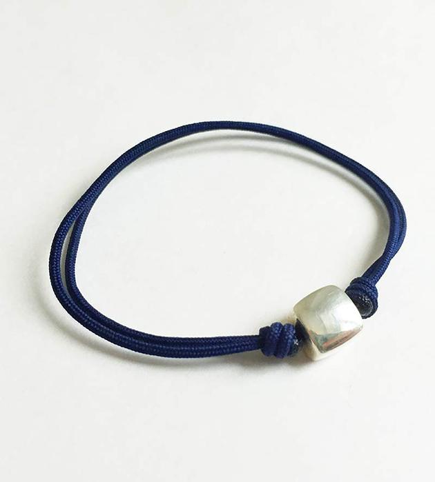 тёмно-синий браслет Cube Dark Blue с подвеской из серебра от Helena Rohner