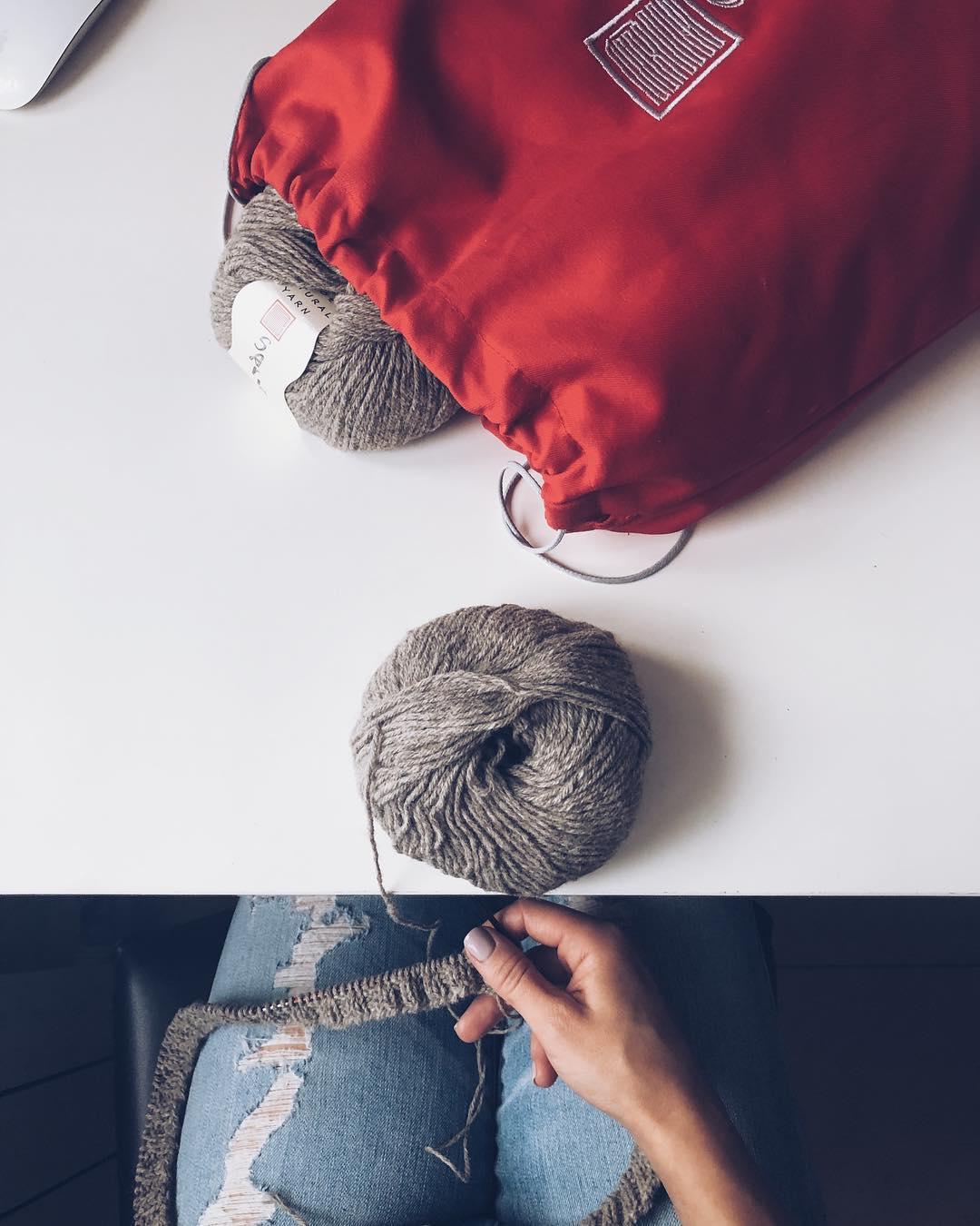 пряжа и мешок для вязания сарлаг