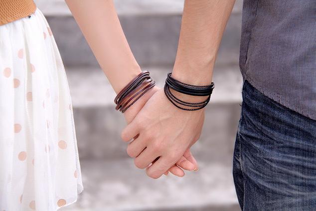 Парные кожаные браслеты