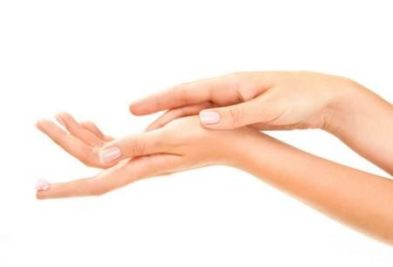 Шелушение кожи руки: причины и рецепты