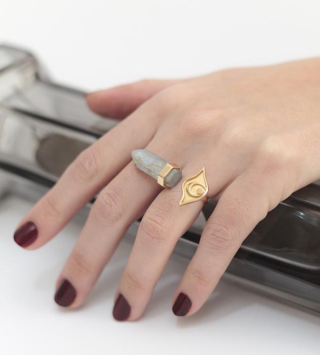 стильное кольцо с кианитом Isi Ring Gold от MAVA HAZE