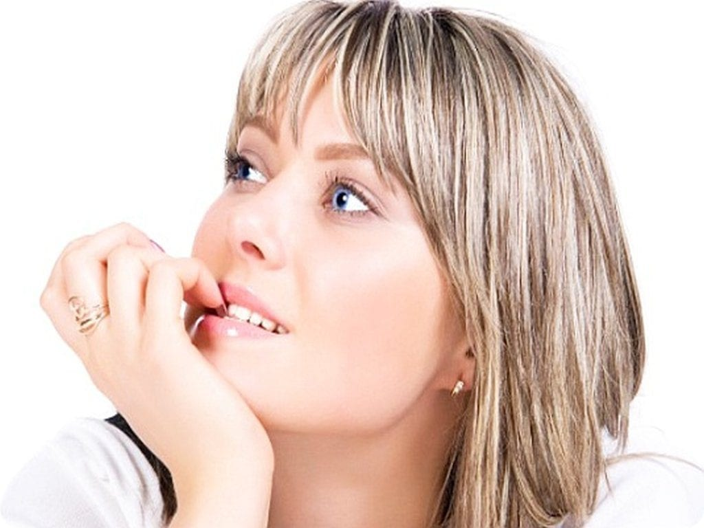 Причины, толкающие людей грызть ногти во взрослом возрасте