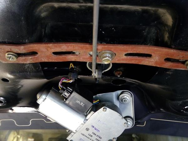 Направляющая втулка замка багажника Лады Калины