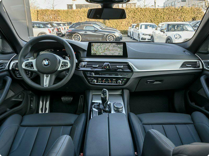 BMW 540d xDrive Touring M Sport 19 вид из салона интерьер