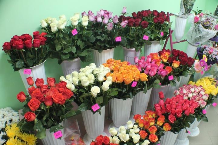 Продаж роз в магазинах цветов составляет основную прибыль