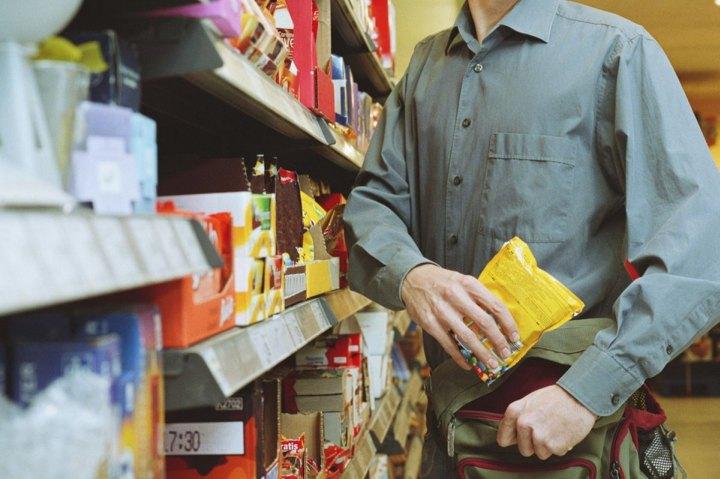 В воровство в магазине самообслуживания может быть вовлечен персонал