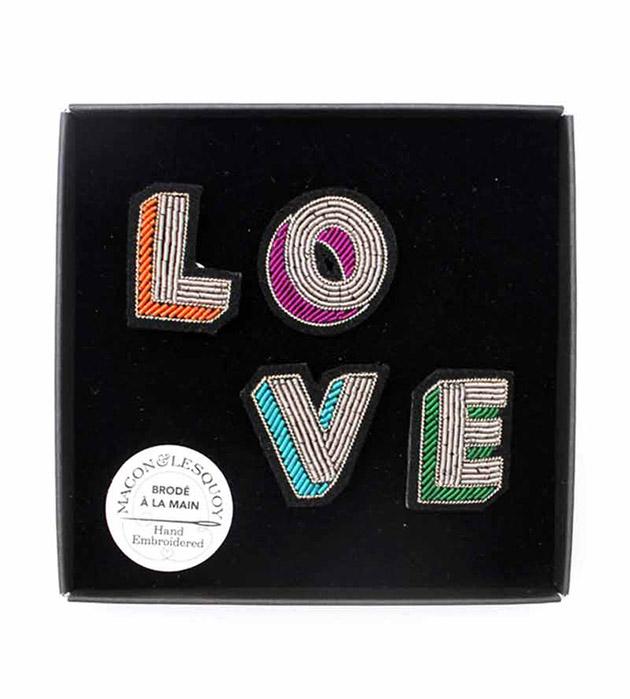 стильный сет из 4 расшитых вручную брошек LOVE box от Macon&Lesquoy