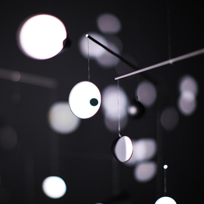 Инсталляция 1.625m/s2 от Хирото Йошизо