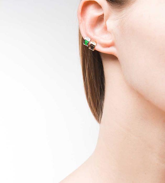 лаконичная серьга-кафф от итальянского бренда Maria Francesca Pepe - Life earcuff with green enamel