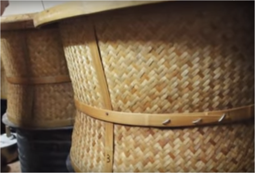 корзины, на которые устанавливаются подносы с чаем