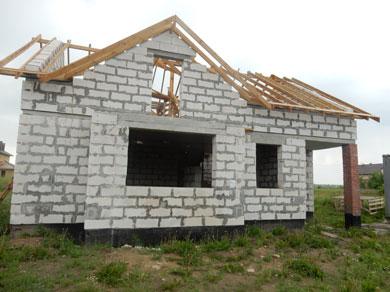 Здание жилого дома, незаконченный строительством объект