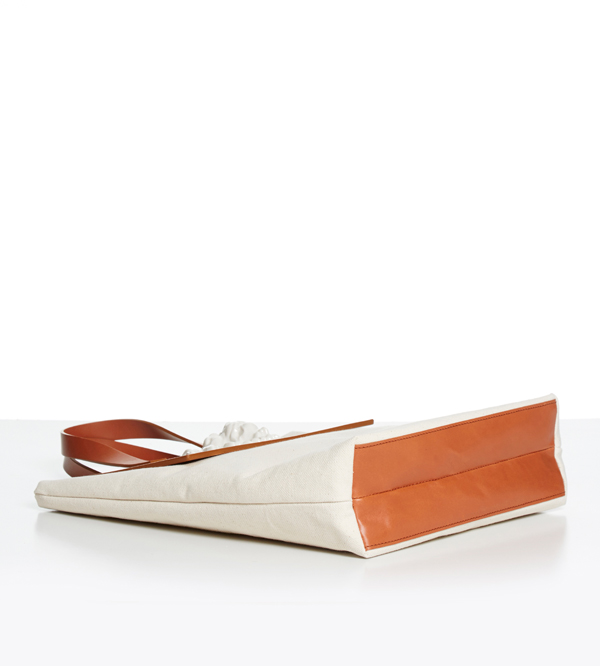Сумка-шоппер-из-кожи-Tote-Lion-Canvas-от-дизайнера-ANDRES-GALLARDO-дно-SS16.jpg