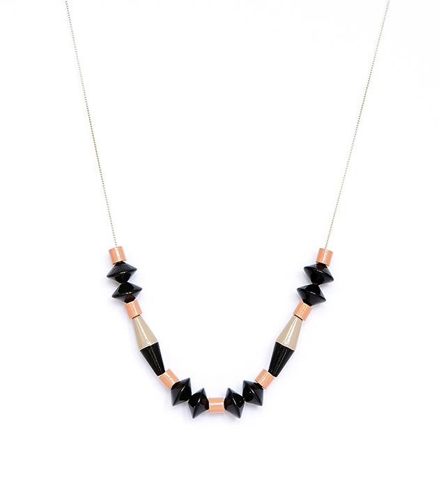 ожерелье Ebony из чёрных и розовых деревянных бусин на цепочке от Apres Ski
