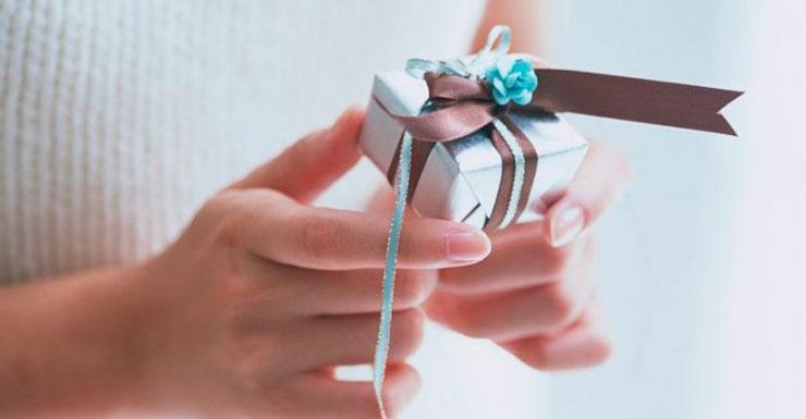 Материальные и нематериальные подарки