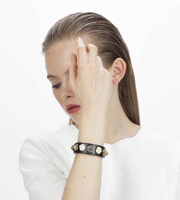 браслет из фарфора и натуральной кожи от ANDRES GALLARDO - Mini Flower Black bracelet