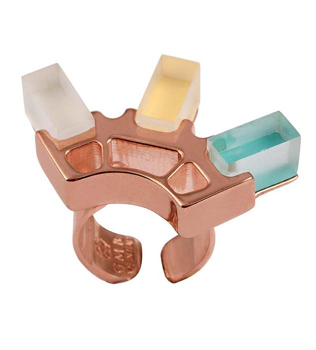 купите разноцветное кольцо Rose Gold ring with plexiglas cubes от итальянского бренда Giuliana Mancinelli