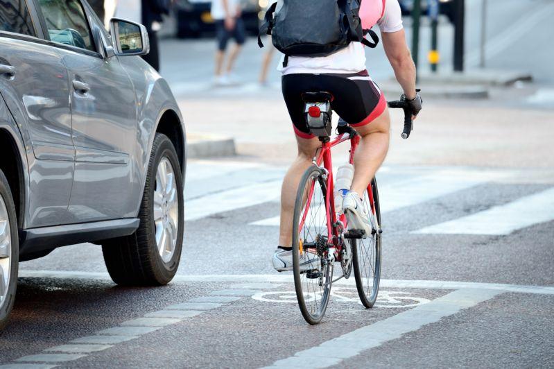 Езда по велодорожке