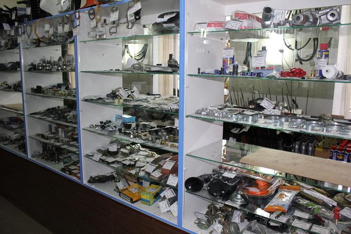 Минимализм приемлем при выборе торгового оборудования для автомагазина