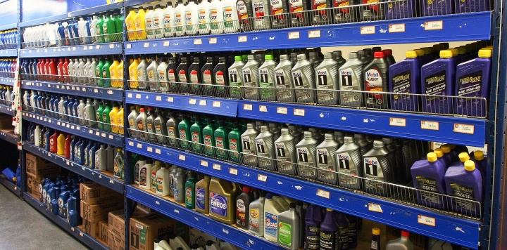 Моторное масло покупают периодически все владельцы машин