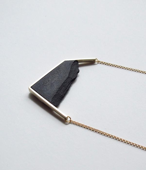 Колье-Horizon-Irregular-Black-от-бренд-DSNU2.jpg