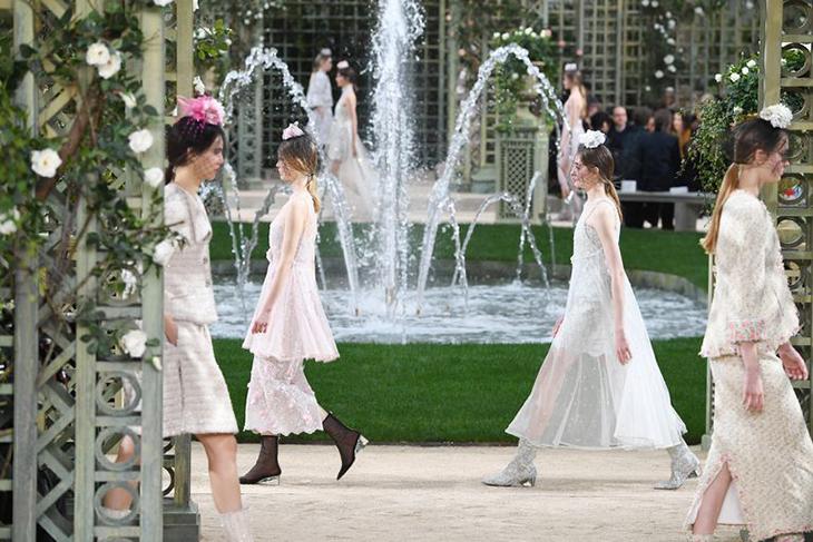Показ Chanel весна-лето 2018