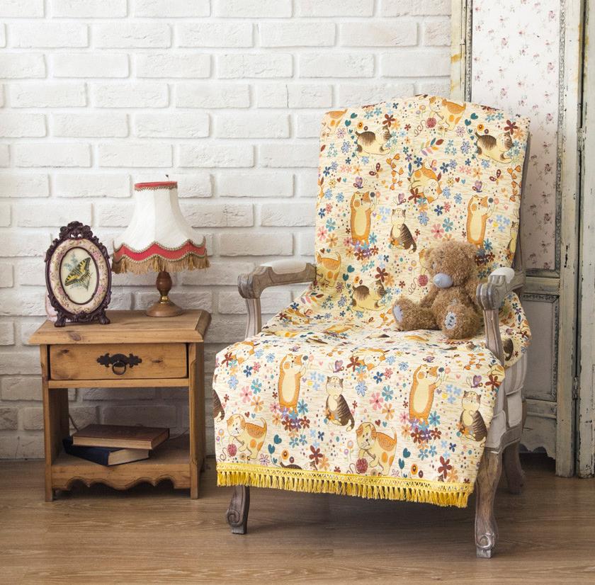 Кресло и гобелен