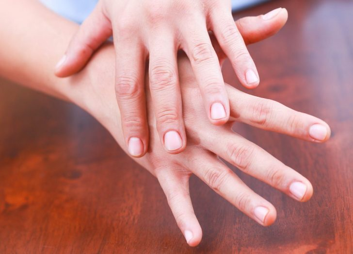 Обветренные руки: причины, рекомендации по уходу и народные рецепты