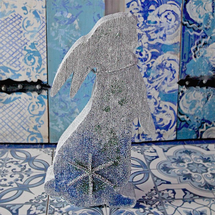 Кролик в интерьере из пенопласта.