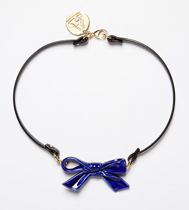 украшение в форме синего бантика на кожаном чокере oт ANDRES GALLARDO - Single Little Bow Blue