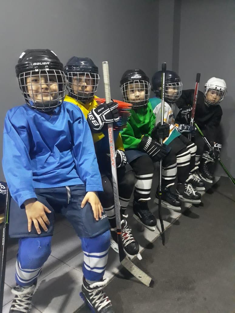 Димаш_хоккейный_клуб.jpg