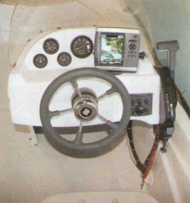 Рулевая консоль РИБ Winboat R5 с навигатором-эхолотом Garmin GPSmap 2525S