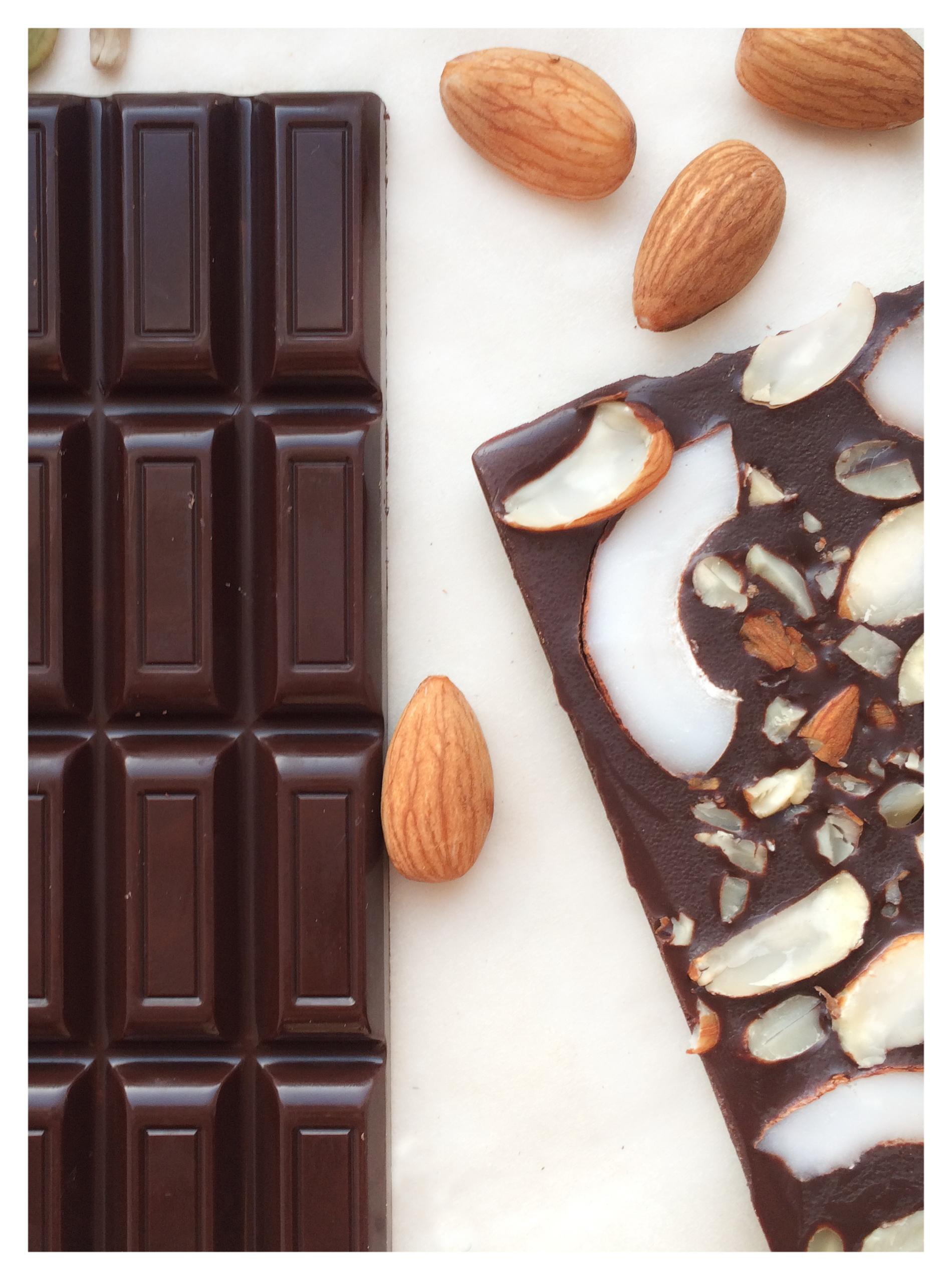 Классический темный шоколад с начинкой