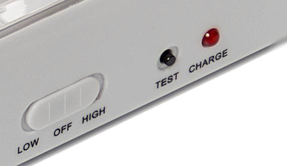 Аккумуляторный светодиодный светильник SL-90 имеет индикатор зарядки, переключатель режимов, кнопку ТЕСТ