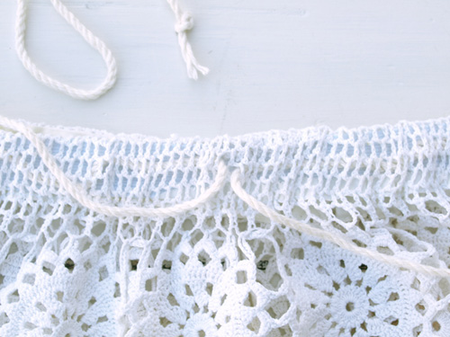 как обработать верх кружевной юбки